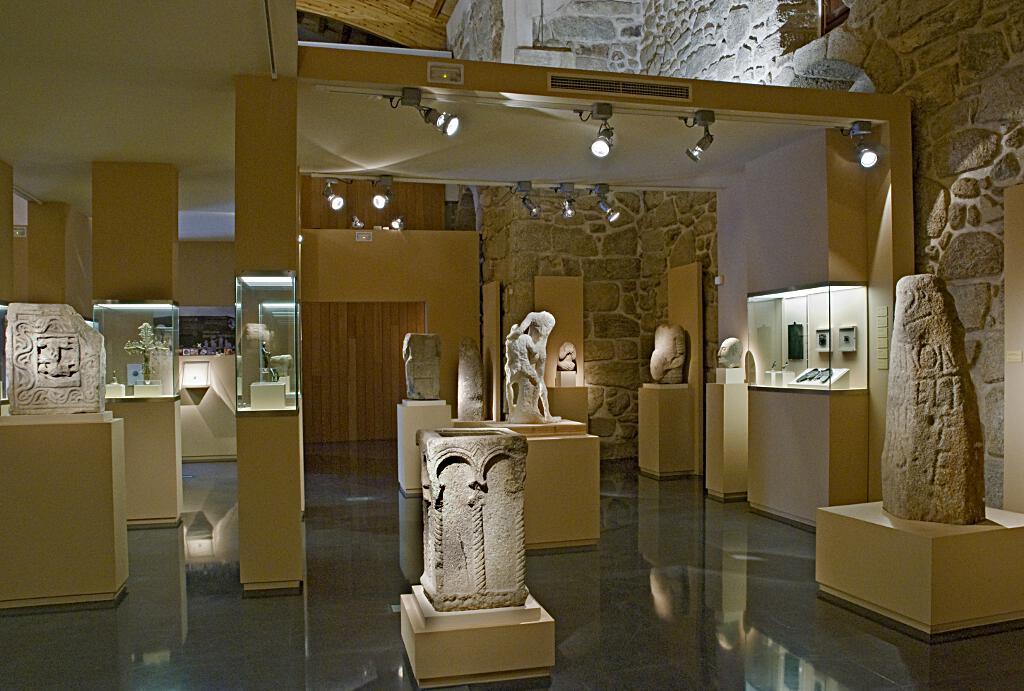 """""""Escolma de Escultura"""" na sala de exposicións San Francisco"""