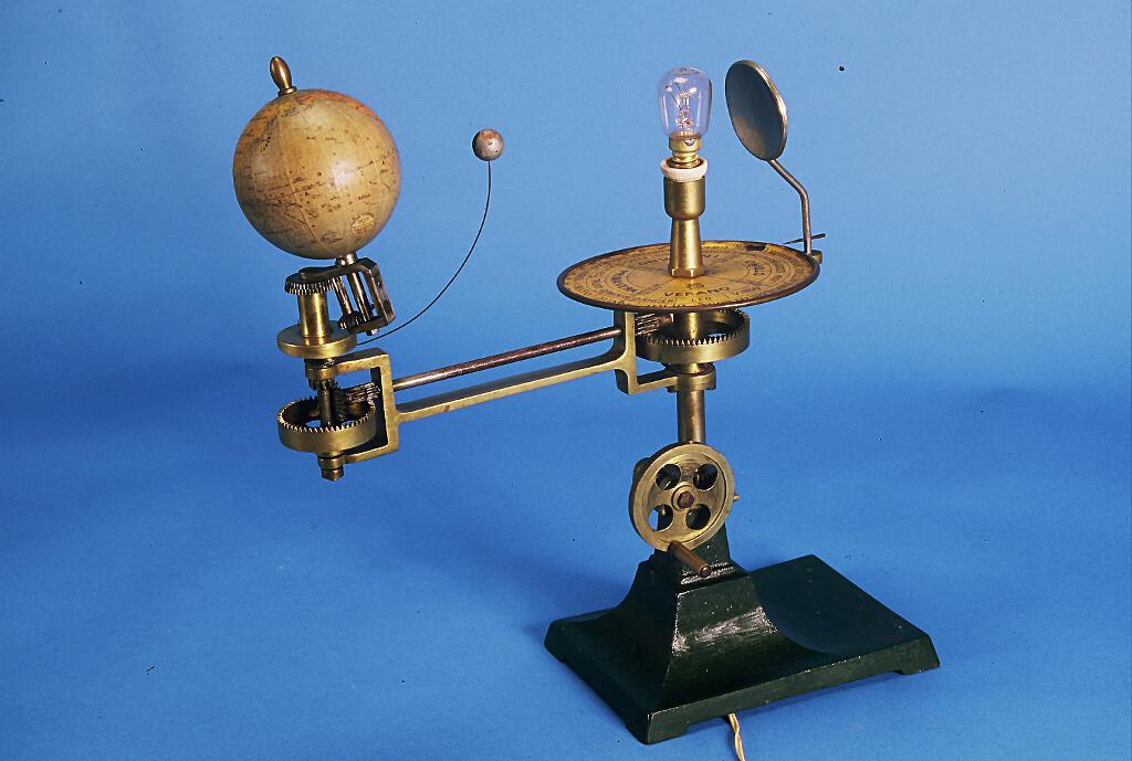 Telurio con lunario (1ª mitad del siglo XX)