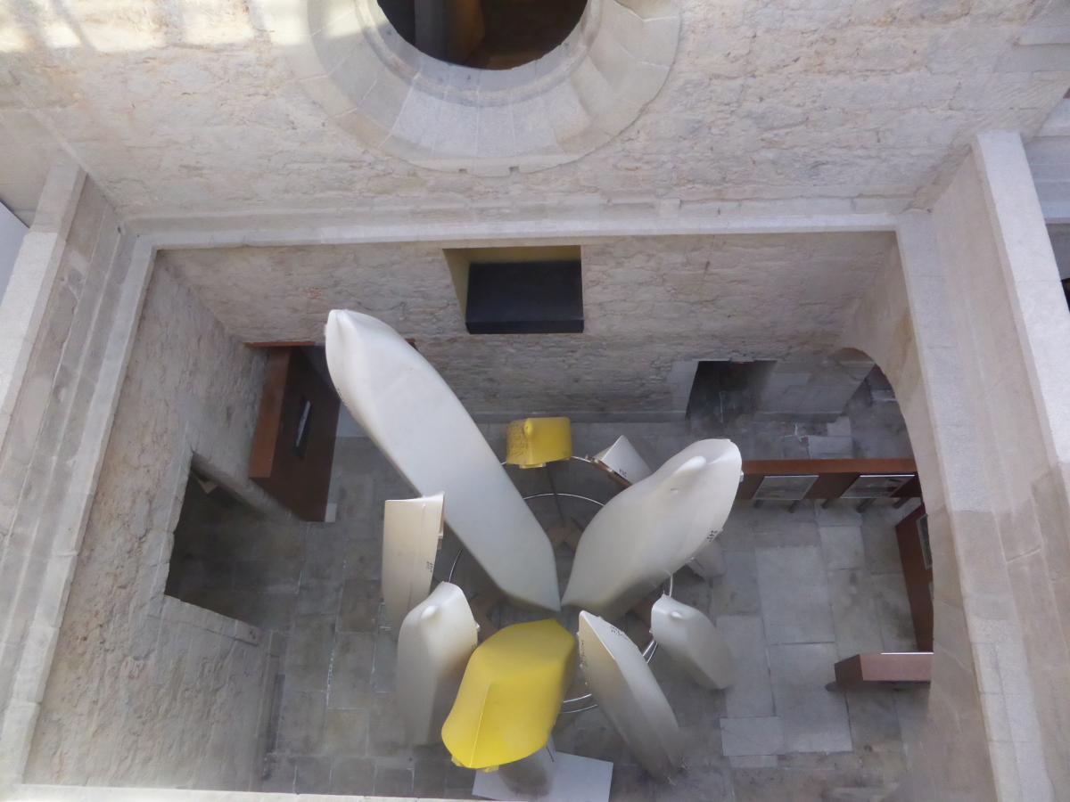 Conjunto escultórico con modelos de carenas empleados en el canal de experiencias Hidrodinámicas de Él Pardo