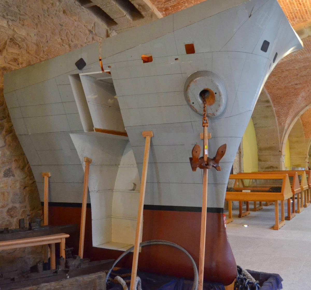 Modelo de proa e manobra de fondeo do Porta-aeronaves Príncipe de Asturias