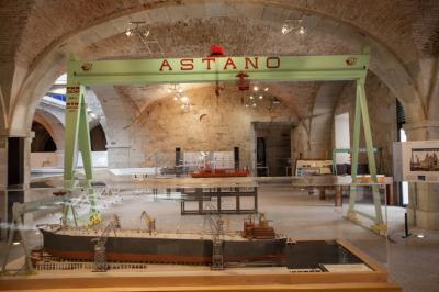Área dedicada al astillero Astano: reproducción de la grúa pórtico
