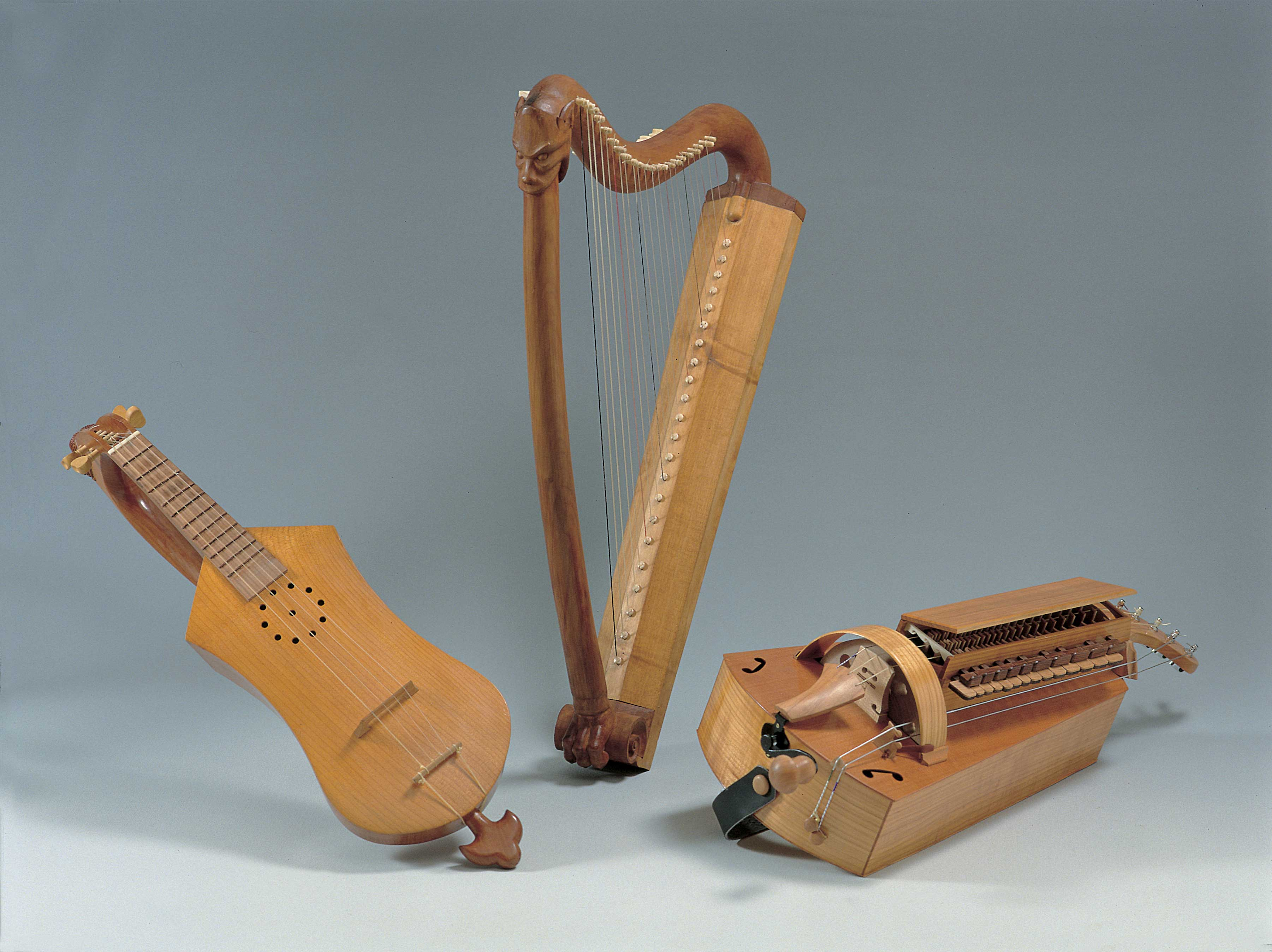 Instrumentos da Sala Pórtico da Gloria, réplica dos representados na Catedral de Santiago