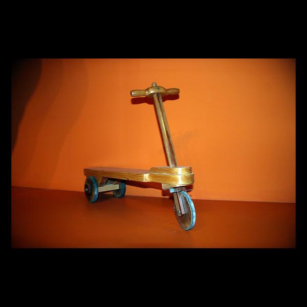 Patín de tres rodas