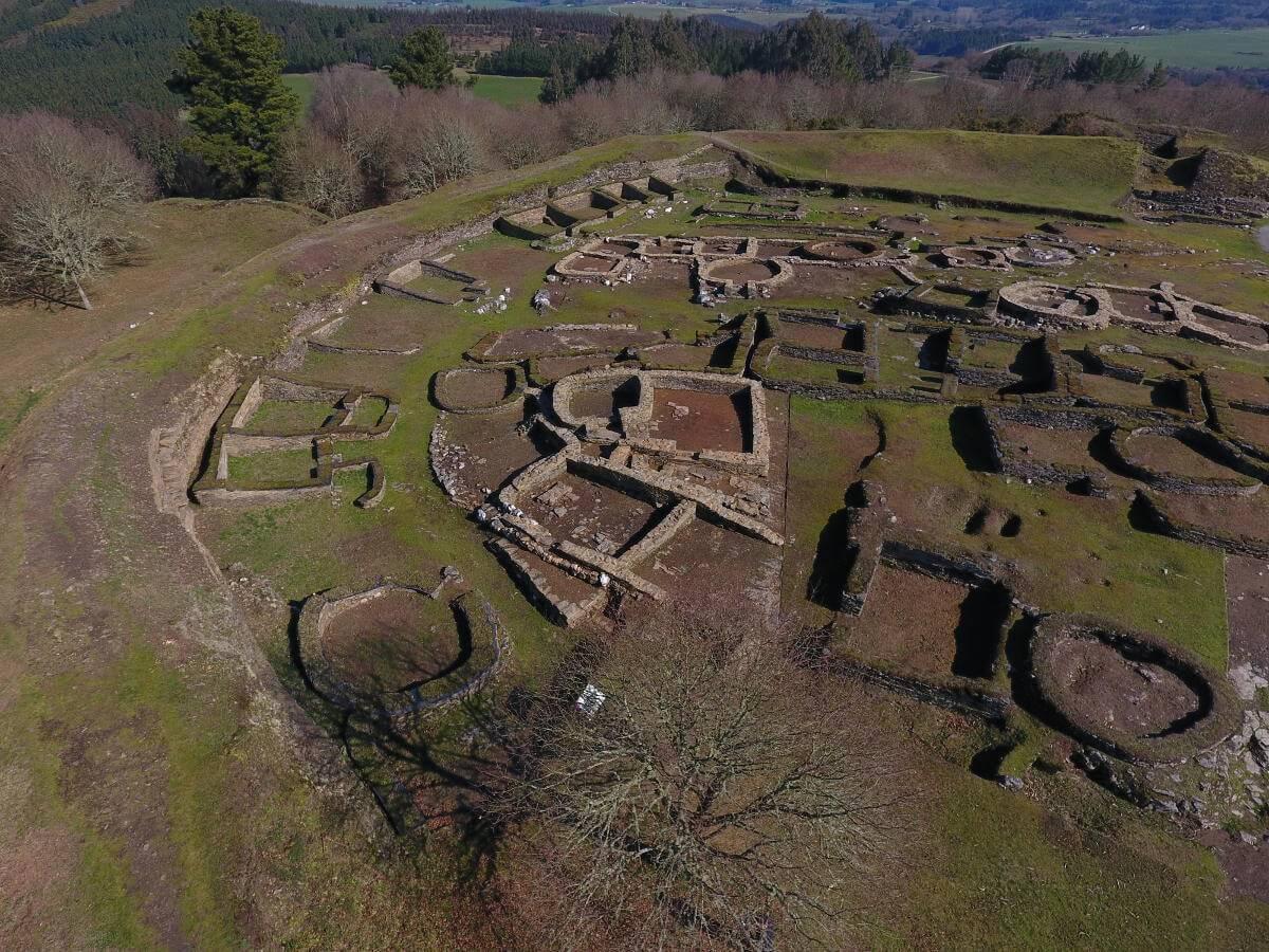 Vista aérea da zona escavada