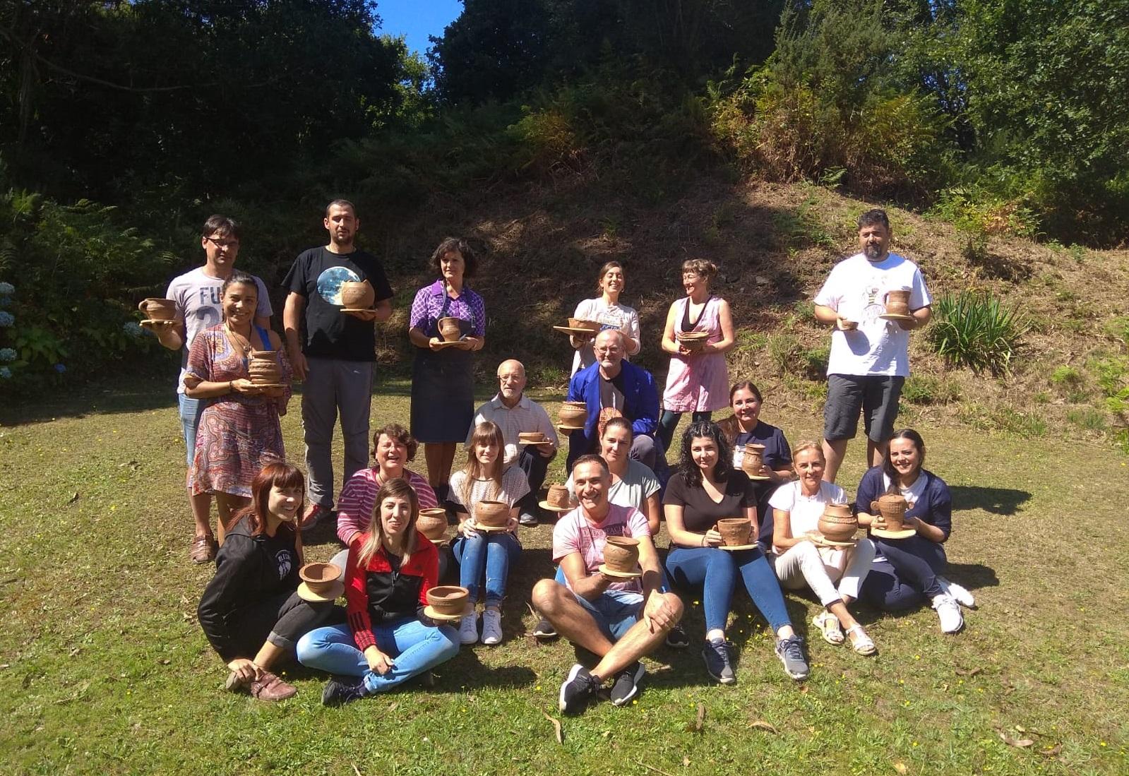 Foto de familia das persoas asistentes coas súas pezas